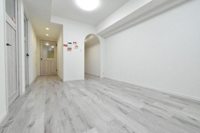 室内は新規内装リフォーム済で室内は白を基調にした大変綺麗な状態でございます。北欧デザインカラーの仕様になっております。