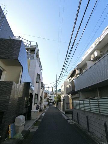 周辺は閑静な住宅街に囲まれており非常に静かな環境を確保することができております。