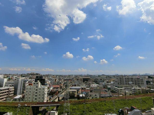 大変すばらしい眺望です!南向き、11階、周辺には高い建物がなく開放感にあふれています。