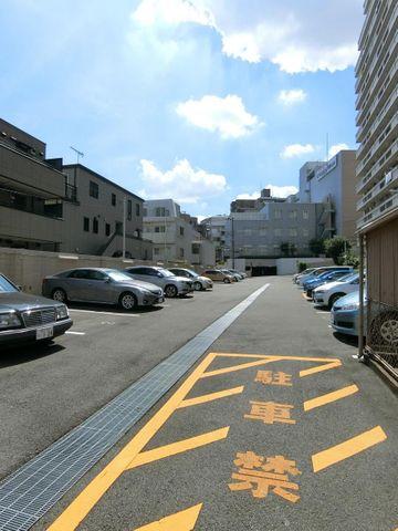 駐車場の空き状況はお問い合わせ下さい。(月額18000円)