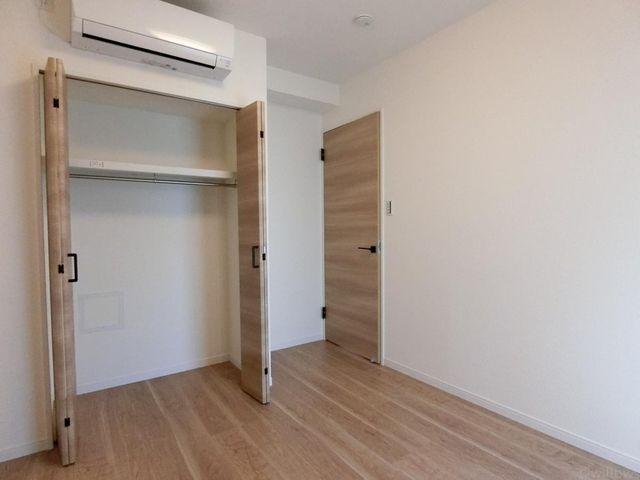 洋室(約5帖)収納が付いて使いやすいお部屋です。