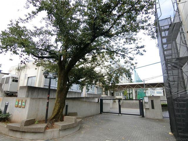 新宿区立第二中学校 徒歩12分。 960m