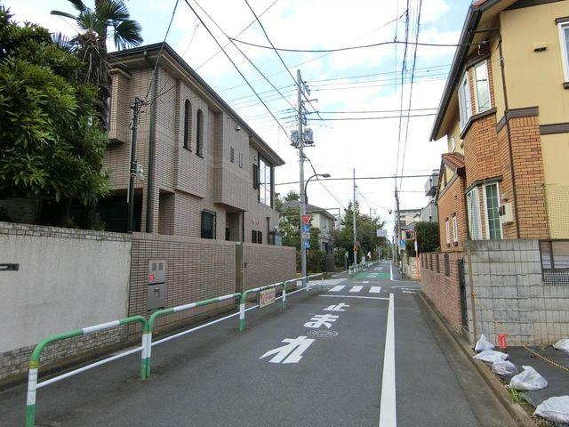 ■前面道路約6.1mと開放感がございます。駐車も楽々可能。(撮影日:令和元年10月)