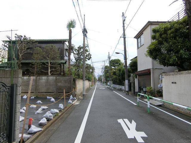 ■前面道路は一方通行のため、車どおりも気になりにくくなっております。(撮影日:令和元年10月)