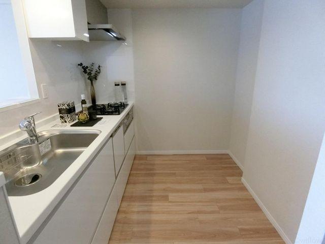 キッチンウラのスペースも広く、快適にお料理が可能
