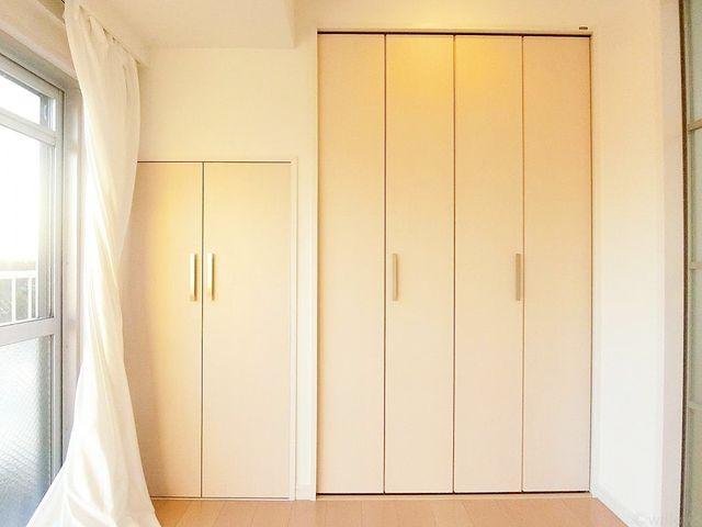 行きのあるクローゼットは衣装ケースや、掃除機、季節物の家電など多くの物を収納可能。プライベートルームはゆったりと快適にしたいもの。。ぜひ一度、ご自身の目でお確かめ下さい。