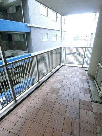 タイルが敷いており外までオシャレな空間となっております。