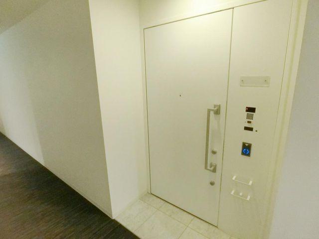 玄関ドアカードキー対応。
