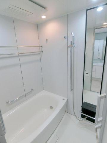 浴室内乾燥機付き、広々1418タイプのバスルームで毎日の疲れを癒します。