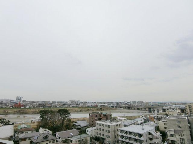 7階住戸に付き、眺望良好。開放的な都会の眺望をお楽しみいただけます。