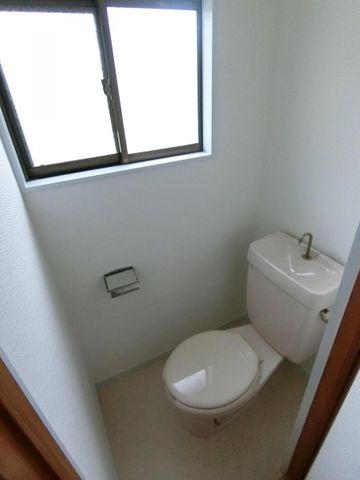 トイレ2ヶ所ありで便利ですね。