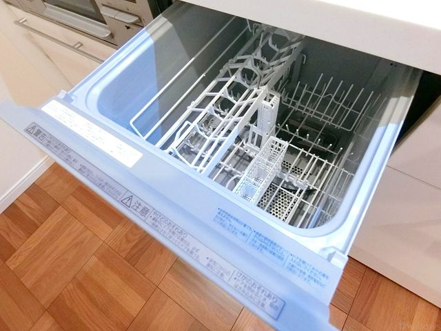 キッチンに食洗機が付いているのは日々の生活にとても便利ですね。