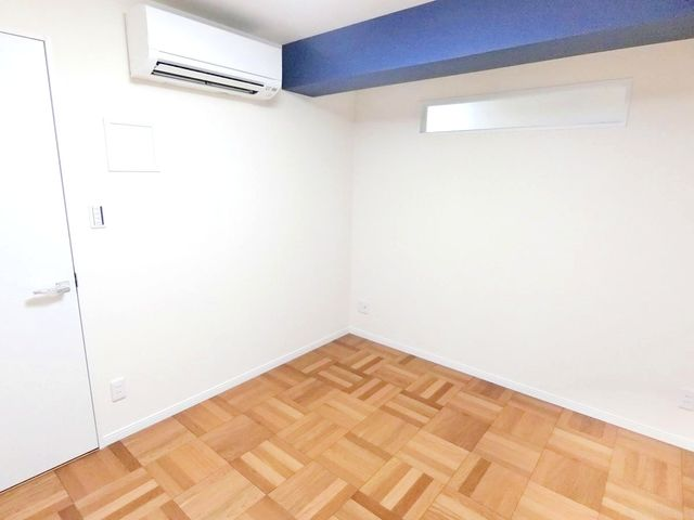白を基調としたお洒落な居室ですね。