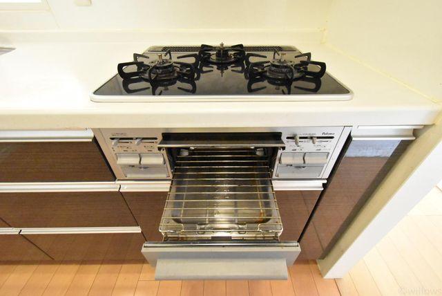 毎日料理をする、料理が好き、家族が多くて量多く作る、方々にとって必須の3口コンロ。同時進行で効率アップはもちろん鍋を移動する回数が減り、無駄な動きを軽減することが出来ます。