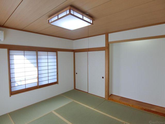 8畳の和室です。最近では少なくなってきた和室ですが、急な来客などにも対応できますね。