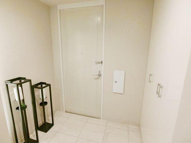 【玄関】スッキリとコンパクトな玄関でございます。無駄がありません。