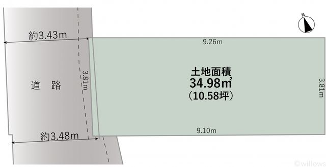 接道は西側で、セットバック済みのため幅員は4mです。前面は車通りが少なく、閑静なな印象です。