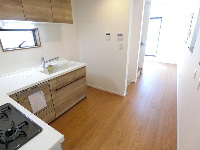 8.8帖のLDK、東西に空間が広がりリビングとキッチンのメリハリがつけられる間取りです。