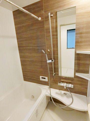 浴室換気乾燥機付きなので、中に洗濯物も干せます。