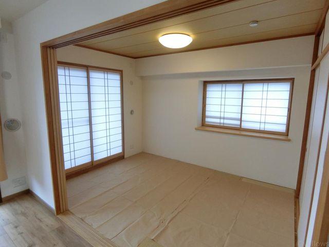 心安らぐ、和室6畳。畳の匂いがどこか懐かしい思いを引き起こします。畳新規交換済みにつき大変きれいです。