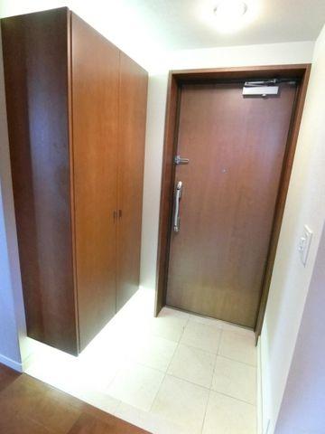 大きなシューズボックス付きの玄関です。