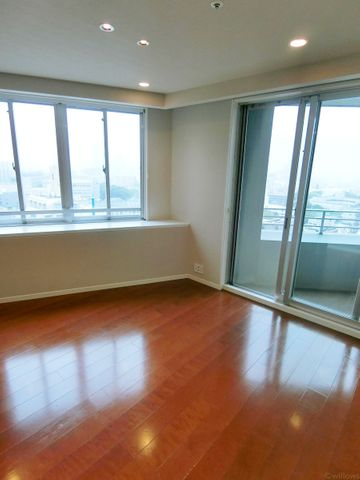 リビングルームの別角度からの写真です。12階、窓2方向、角部屋で眺望良好です!