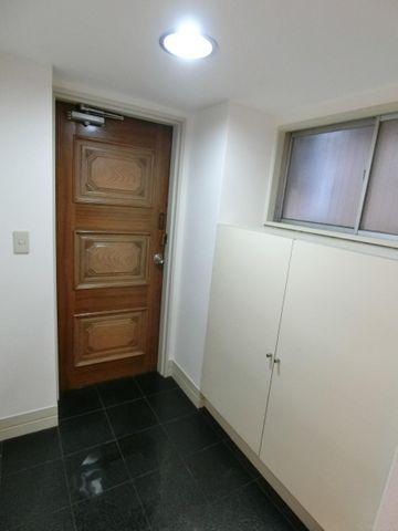 【玄関】スッキリとコンパクトな玄関です。無駄がありません。