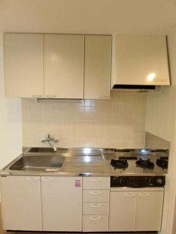 白を基調としたキッチンです。