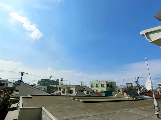 【眺望】都心にいながら、空を仰ぐことのできるバルコニーです。