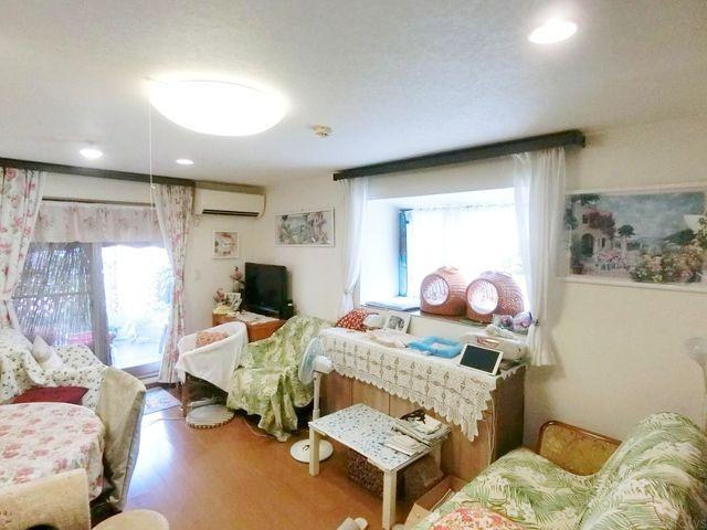 16.9帖のリビング南からの採光が取れ、1日中明るいお部屋です。
