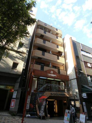 発展を続ける神楽坂エリアに佇むヴィンテージマンション。彩りある暮らしが享受できる立地。築年数を感じさせない外観です。