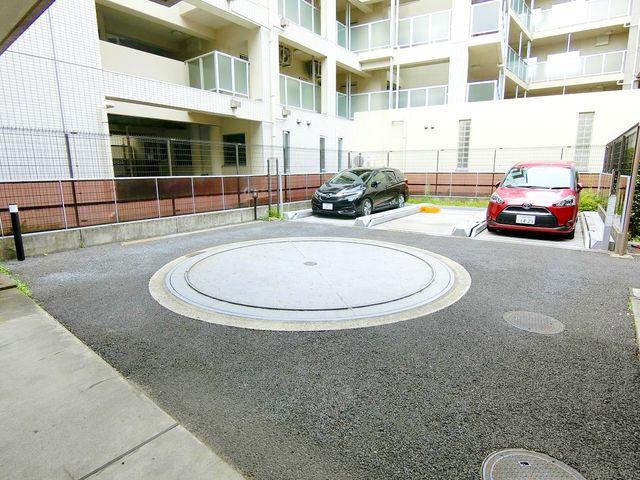 【駐車場】平置きで駐車出来るのは嬉しいですね