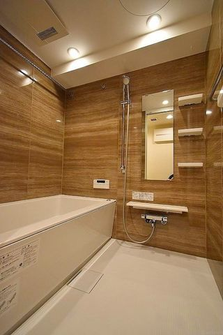 浴室暖房乾燥機、追い炊き機能付きのオートバス。疲れを癒す場所にふさわしい快適で清潔な空間で心も体もオフになる極上のリラックスタイムをお楽しみください。