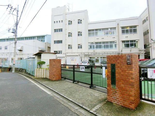 横浜市立青葉台小学校 徒歩8分。 600m