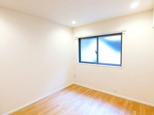 約6帖のプライベートルーム。各部屋を最大限に広く使って頂ける様、全居住スペースに収納付。ゆったりと快適に、どんな用途にもお使い頂けます。