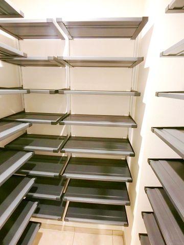 大容量のシューズインクローゼットは家族全員分の靴をしまえます。玄関をスッキリとさせることが出来ます。