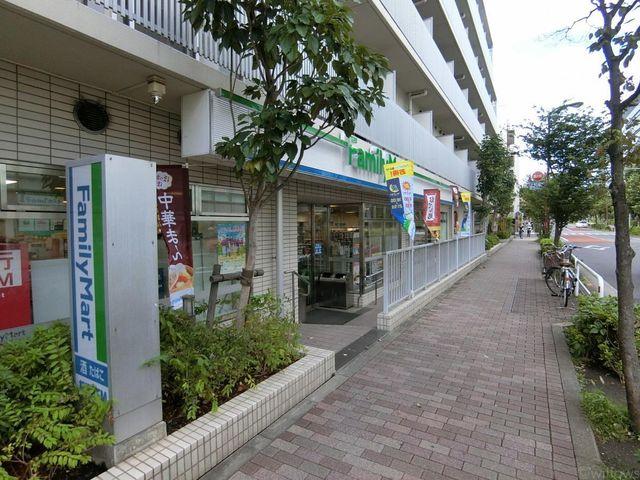 ファミリーマート目黒三田通り店 徒歩4分。 300m