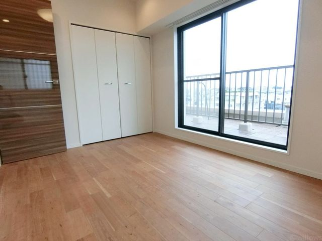 大きなベッドを置いてもゆとりあるお部屋サイズとなっております。家族の成長、ライフスタイルにあわせてフレキシブルにお使い下さい。