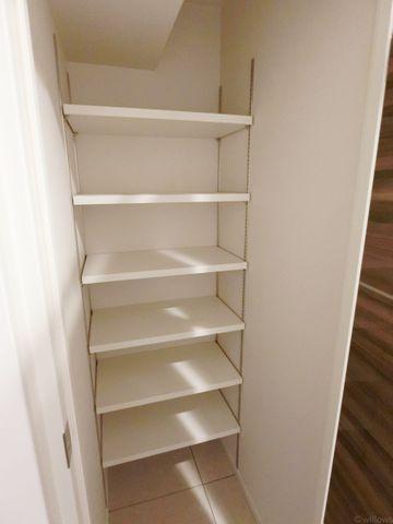 玄関には大型のシューズクロークを設置。お子様の運動靴、奥様のブーツなど様々なご家族にも対応可能です。