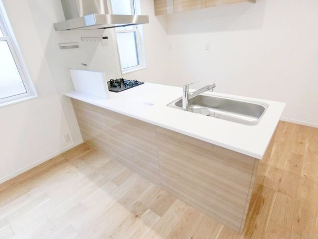 完成物件と同仕様のキッチン写真です。カラーは自由に選べます!ポイントカラーを使用しても素敵ですね。