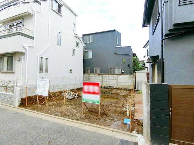 別角度の現地土地写真です。完成な住宅街に立地しております。