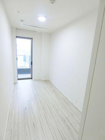 5.1帖ベットルーム別写真です。こちらのお部屋からもバルコニーにでられます。採光面も充分にございます