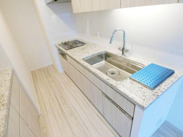ディスポーザー、浄水器、食器洗浄乾燥機付きのハイスペックキッチンです。