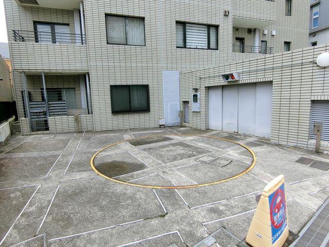 専用使用権付きの駐車場。近隣の月極と比べてもお安く使えるのでお車をお持ちの方には特にオススメです。