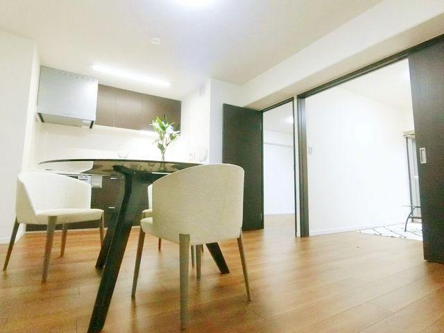 陽光・通風は、住環境・快適性と共に有り続ける貴重な「財産」です。この新築戸建に住まう事で手に入れるものは、きっと日常にとっても貴重な存在となるはずです。ご家族での団欒を容易に想像できる空間。