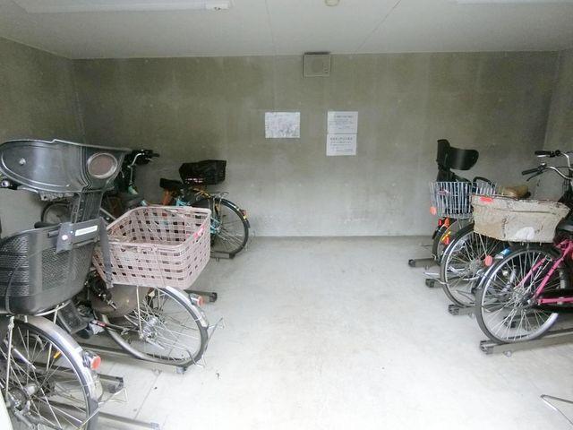 駐輪場空きあり。1台目までは無料でお使い頂けます。