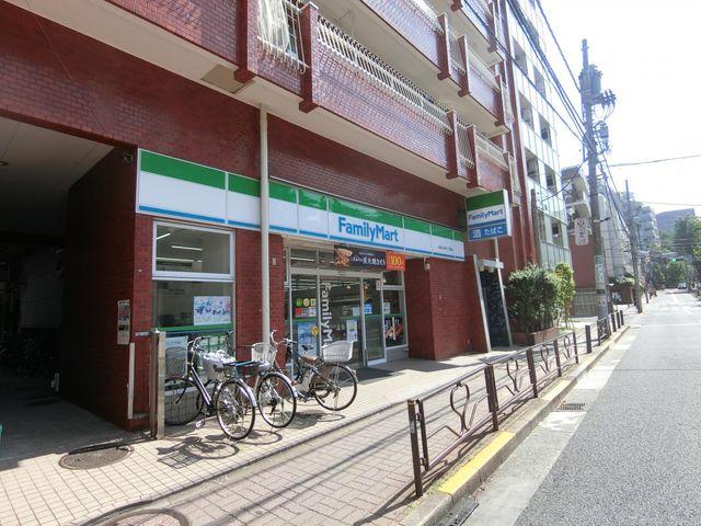 ファミリーマート小石川ゆたて坂店 徒歩4分。 310m