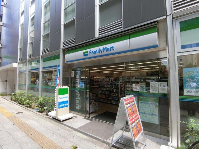 ファミリーマート板橋本町駅北店 徒歩5分。 360m
