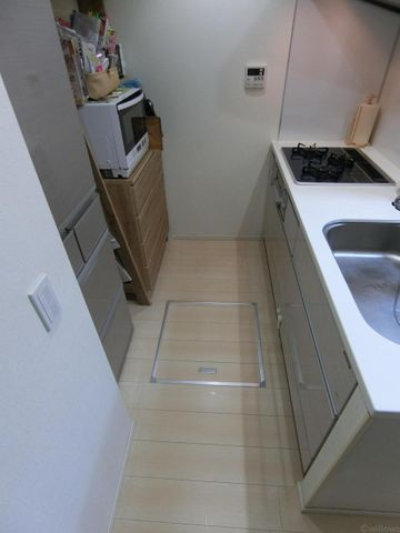 マンションには珍しい床下収納がございますので、保存食やお水などストックが場所を取らず収納でき嬉しいポイントですね。