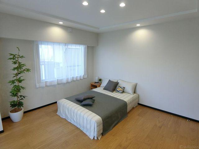 主寝室はなんと11畳。ダブルベッド、クイーンベッドも設置が可能です。